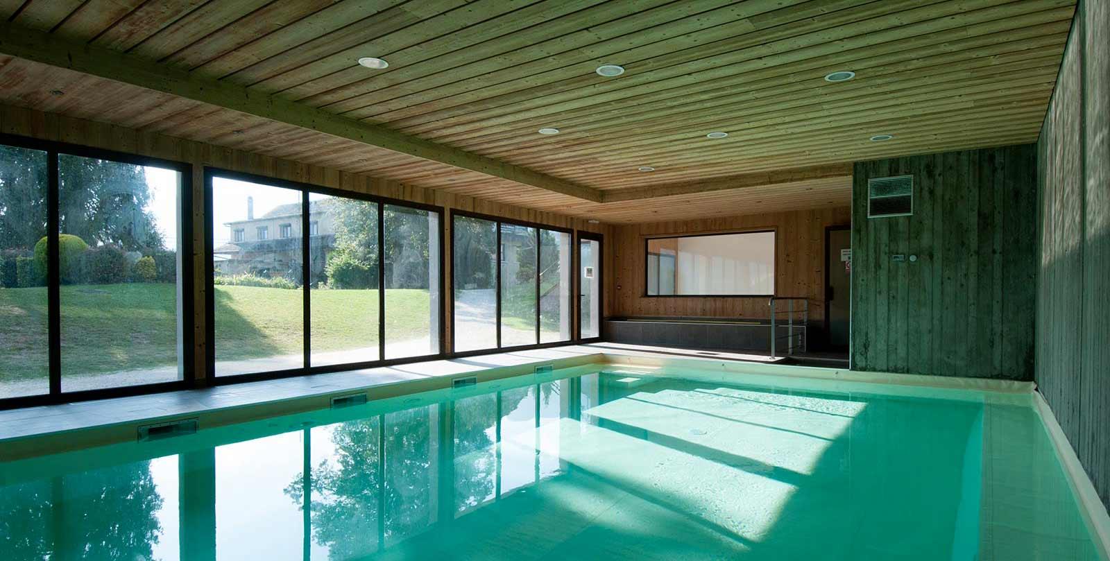 r sidence h teli re les ch taigniers avec espace d tente spa piscine int rieure lac annecy. Black Bedroom Furniture Sets. Home Design Ideas